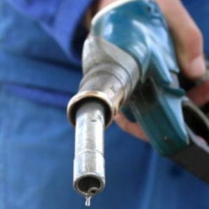 Чем убрать пятна от бензина
