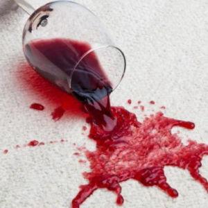Чем убрать пятна от красного вина
