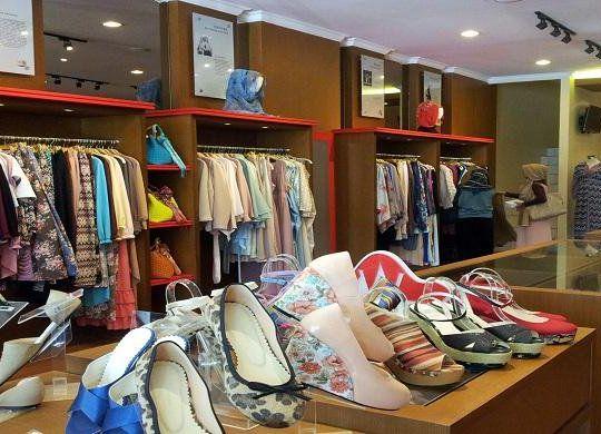 Оборудование магазина одежды