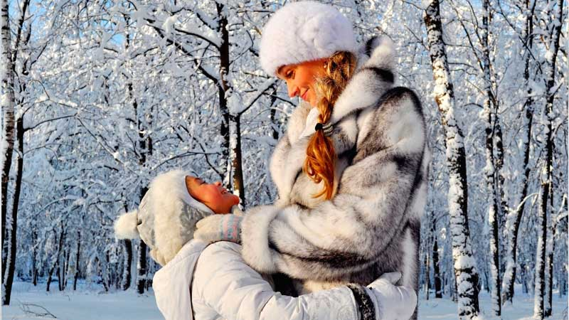 Как выбрать теплую зимнюю одежду для женщин и детей